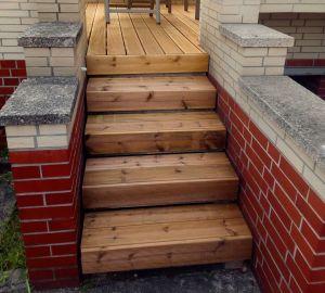 Der neue Stefan und die Treppe seiner Terrasse