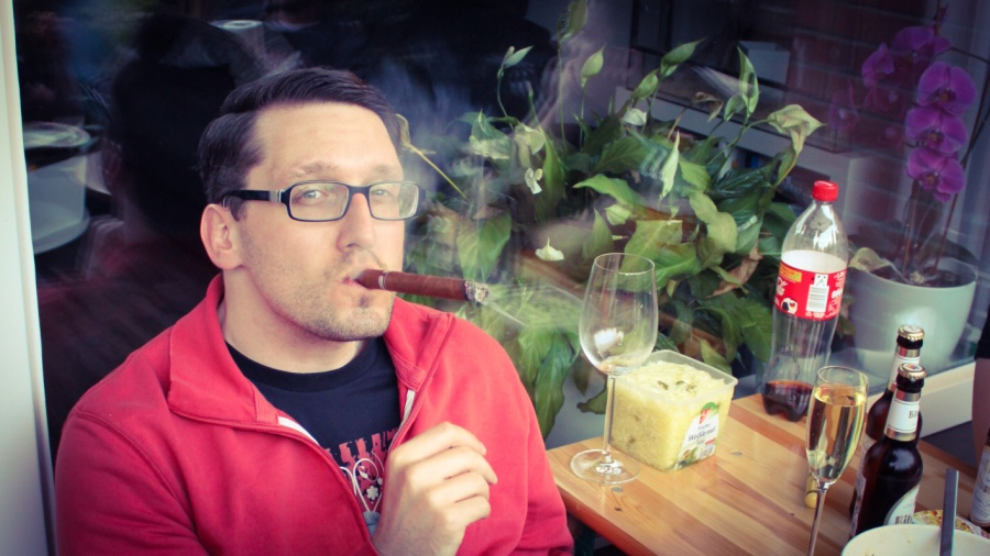Der neue Stefan Kübler rauchen und sitzen