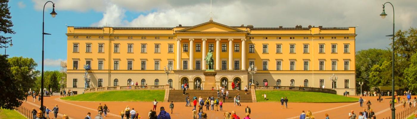 Der neue Stefan Kübler und das Schloss in Oslo.