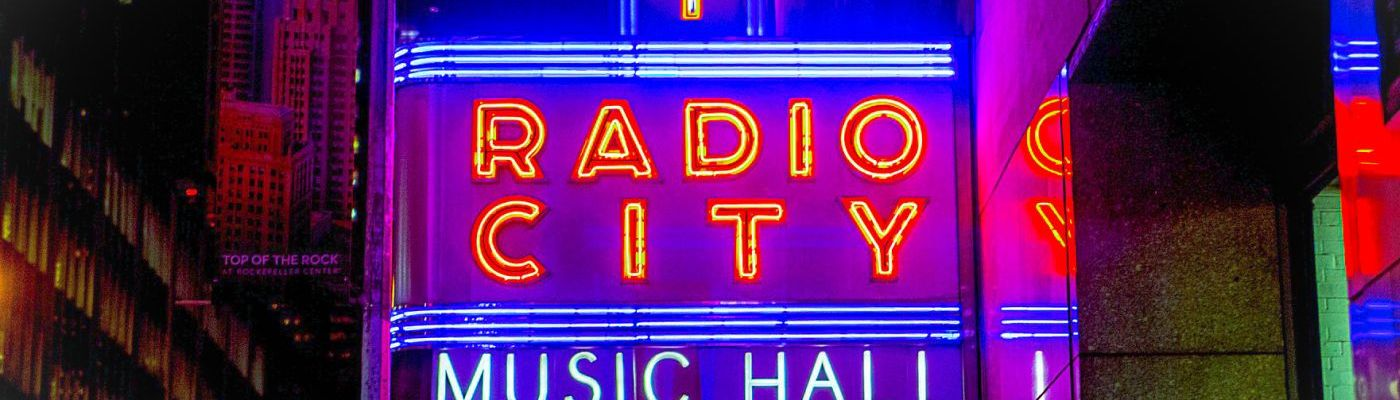 Schild der Radio City Music Hall in New York City