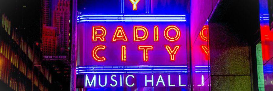 Schild der Radio City Music Hall in New York City